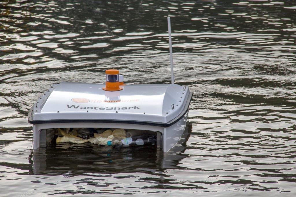 WasteShark hapt zwerfvuil uit Dordts water