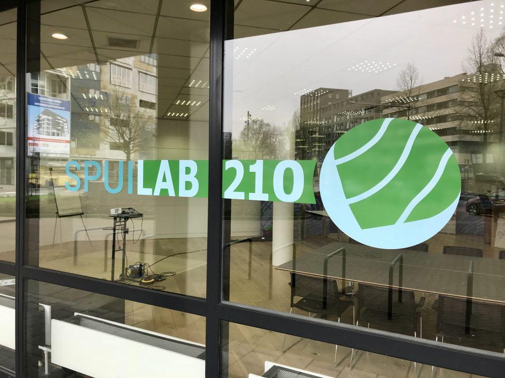 Opening SpuiLAB210 druk bezocht