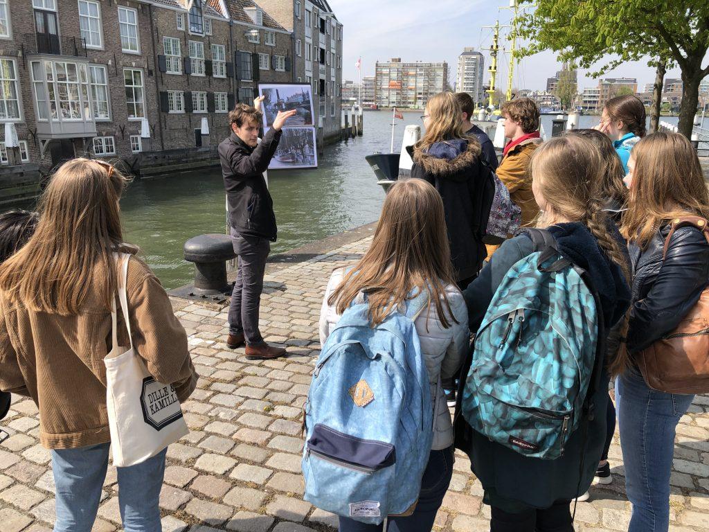 VWO studenten leren over Dordtse strijd tegen hoogwater
